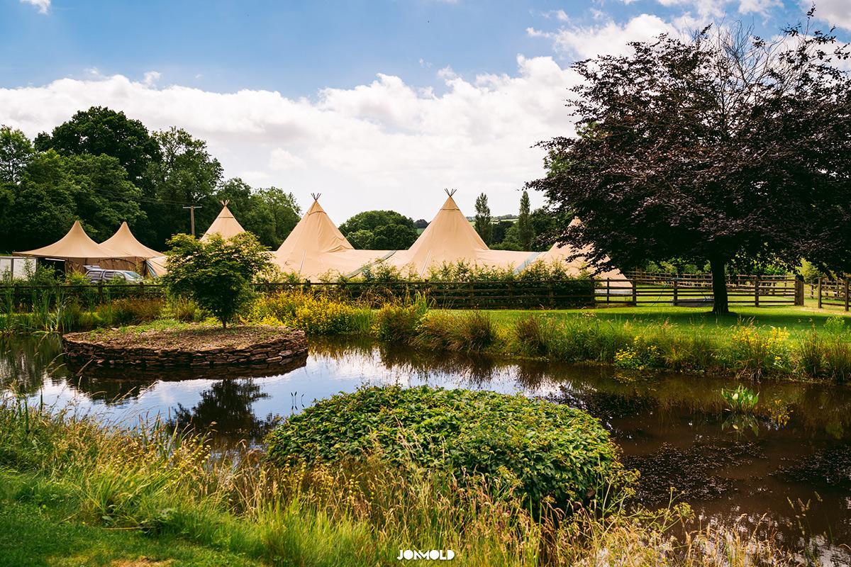 Tipi wedding parnets garden